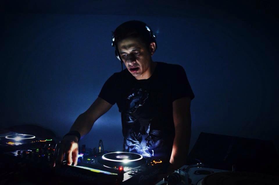 Ilya Simioni DJ, dj ban emc, House, Ilya simioni, música eletrônica, numark, pioneer, professor, rhythm records, sound factory, tech house, Techno, transpose