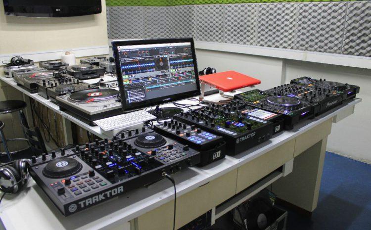 Cursos Intensivos de DJ e Produção Musical em Julho! Apple