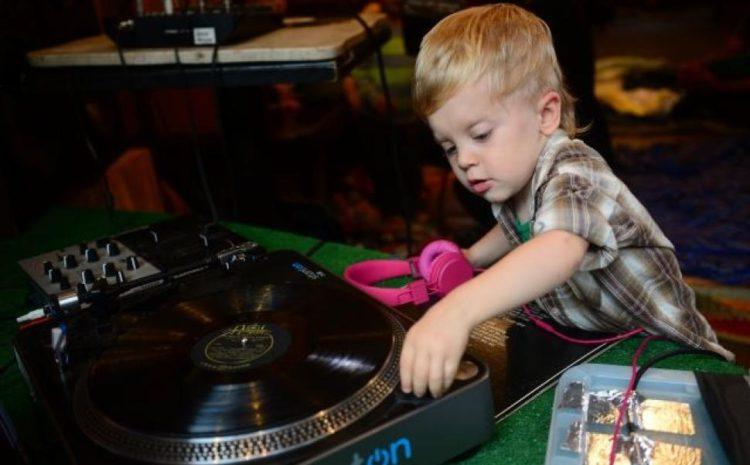 ESPECIAL DIA DAS CRIANÇAS: Pequeninos que sabem MESMO como ser um DJ dj a-kid