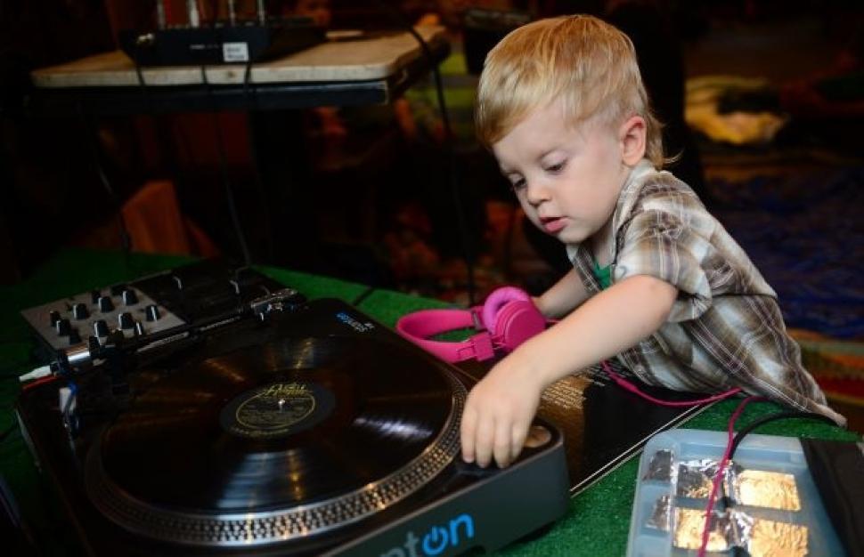 ESPECIAL DIA DAS CRIANÇAS: Pequeninos que sabem MESMO como ser um DJ criança, DJ, dj a-kid, dj face, dj sara, djbaby chino