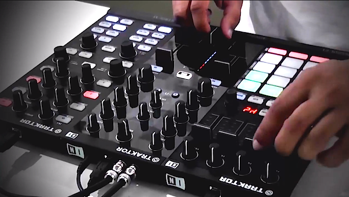 Review em vídeo do Traktor Kontrol Z1 por DJ Will Reviews