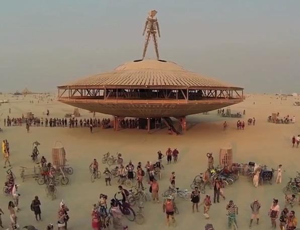 Burning Man sob a visão de um drone Burning Man