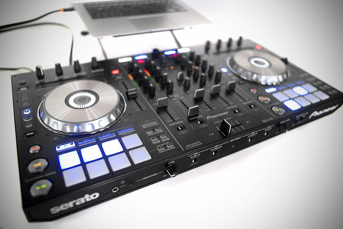Pioneer apresenta novidades na Expomusic 2013 anderson farias, controladoras, DDJ-SX-W, DJ-WeGo2, DJM-750, Double C, Expo Center Norte, Expomusic, junior c, Milk, mixer, pioneer, Sonia Abreu, workshops, XDJ-AERO-W, XDJ-R1