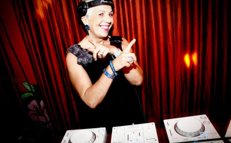 Sonia Abreu fala sobre pioneirismo da mulher na cena DJ no Batendo Prato, dia 21.05 todo dj ja sambou