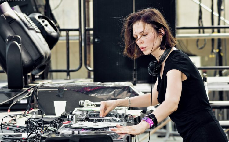 Nina Kraviz lança o selo musical трип selo