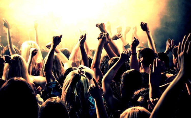 """2º Mês da Música Eletrônica: O que todo baladeiro deve saber antes de gritar """"acelera!"""" live act"""