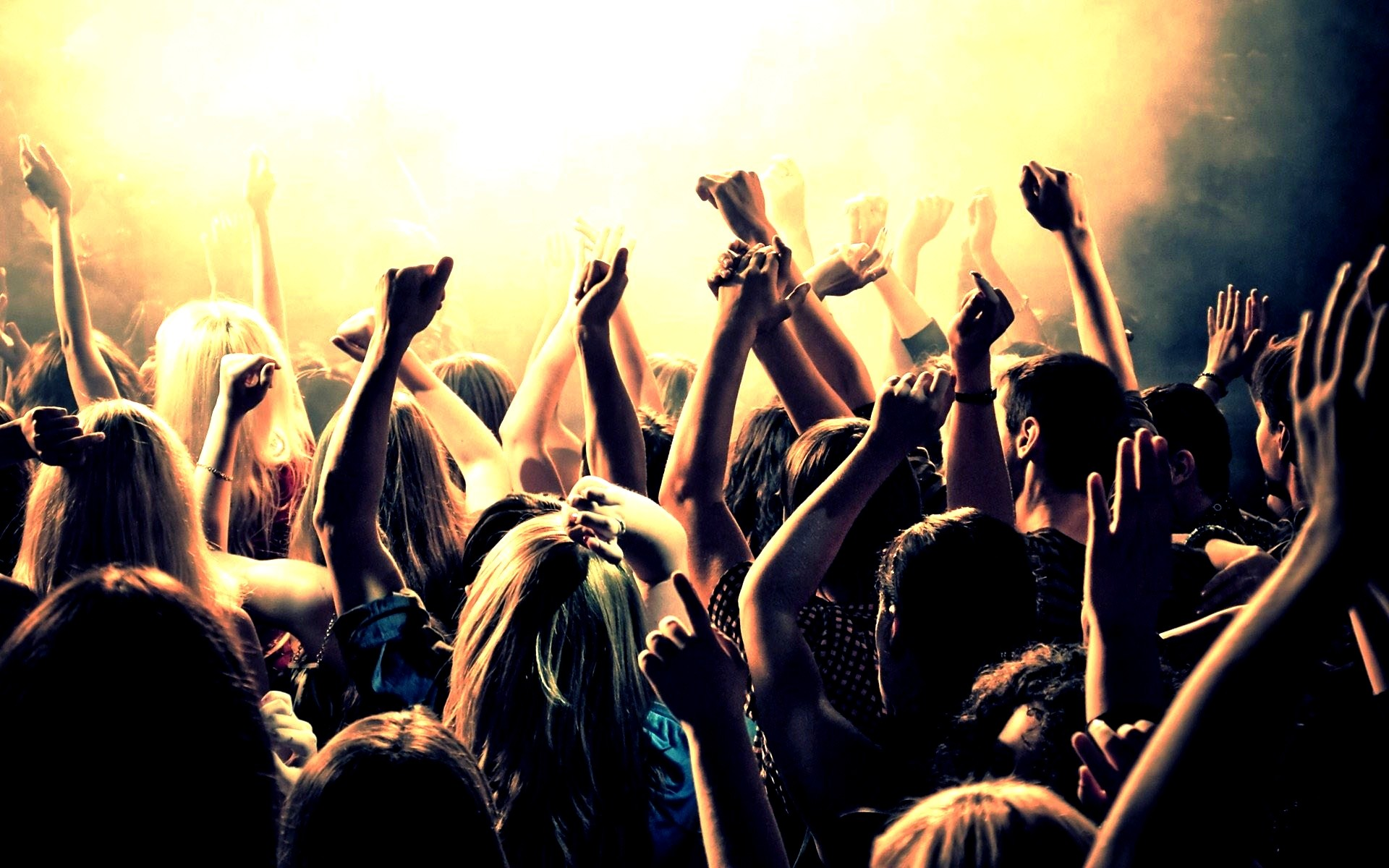 """2º Mês da Música Eletrônica: O que todo baladeiro deve saber antes de gritar """"acelera!"""" acelera, balada, dj set, live act, música eletrônica"""