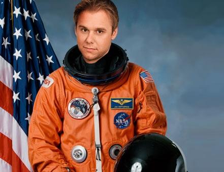 Armin van Buuren no espaço SXC