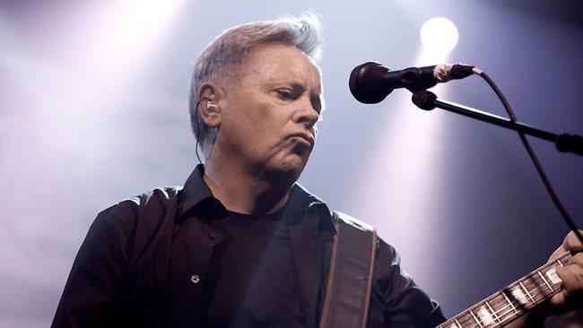 Bernard Sumner , guitarrista do New Order e Joy Division, lança autobiografia Bernard Sumner