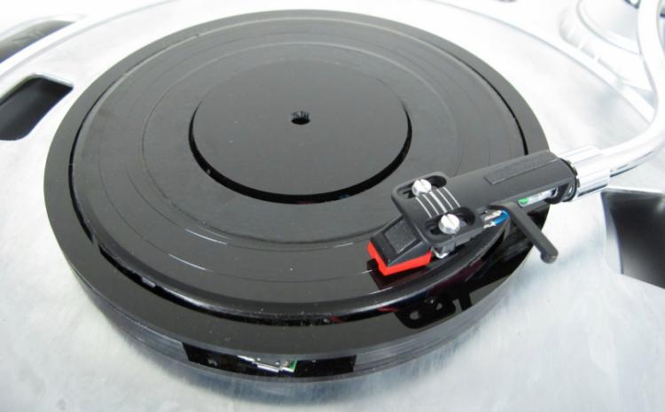 Disco Bluetooth transforma qualquer MP3 em um disco de vinil bluetooth, disco, gravador universal, jesse england, mp3, toca-discos, vinil