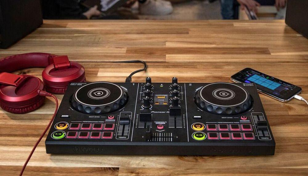 DDJ-200 Pioneer DJ. Festa em qualquer lugar! controlador, curso de dj, ddj200, DJ, equipamento, hardware, pioneer, spotify, usb, wedj