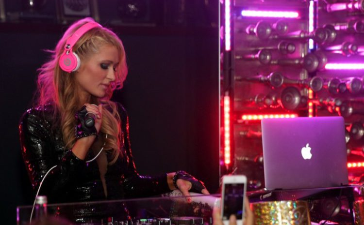 Confira as fotos do home studio de Paris Hilton paris hilton
