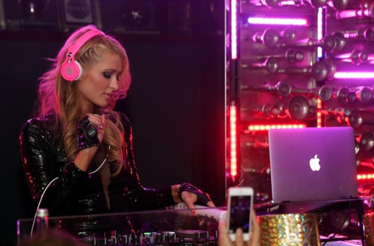 Confira as fotos do home studio de Paris Hilton DJ, home studio, paris hilton, traktor s8