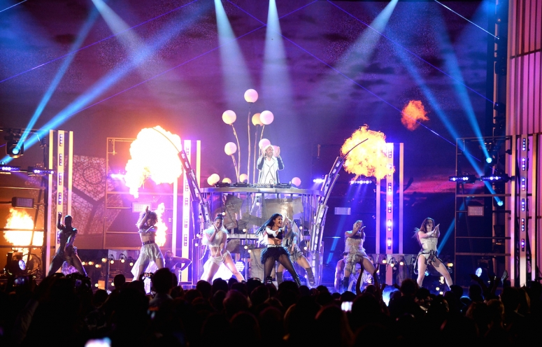 Bafão do dia: David Guetta e Nicki Minaj são acusados de copiar instalação artística do Burning Man billboard music awards, Burning Man, david guetta, hybycozo, nicky minaj