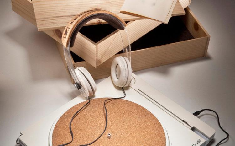 Proposta de design para Sennheiser tem toca-discos com partes recicladas para promover a marca toca-discos