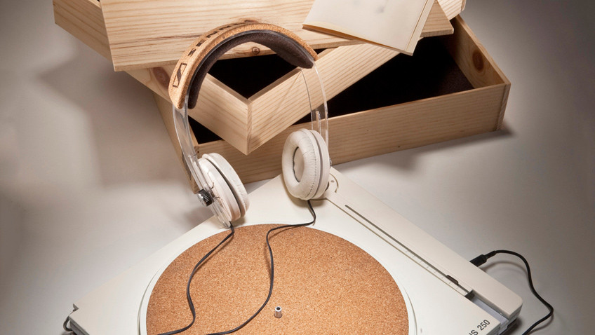 Proposta de design para Sennheiser tem toca-discos com partes recicladas para promover a marca design, fone, sennheiser, toca-discos